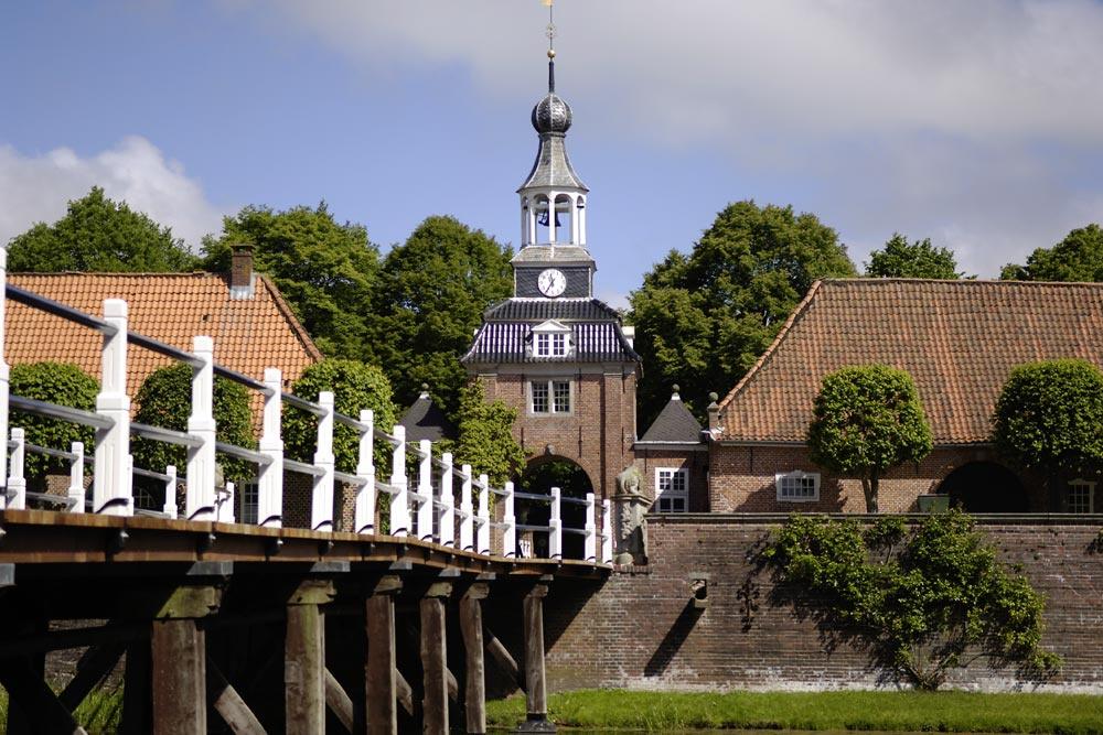 De brug naar het kasteel